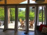 DOMEK L Składa się z dużego salonu z kuchnią, dwóch sypialni, łazienki i prywatnego zadaszonego tarasu.