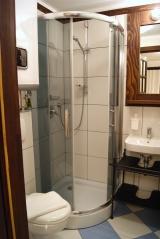 POKÓJ NR 3 Z TARASEM Prywatna łazienka z prysznicem w pokoju.